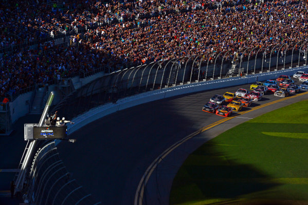 13-21 February, 2016, Daytona Beach, Florida USA Denny Hamlin, FedEx Express Toyota Camry noses ahead of Martin Truex Jr, Furniture Row Toyota Camry to win the Daytona 500. ?2016, F. Peirce Williams LAT Photo USA