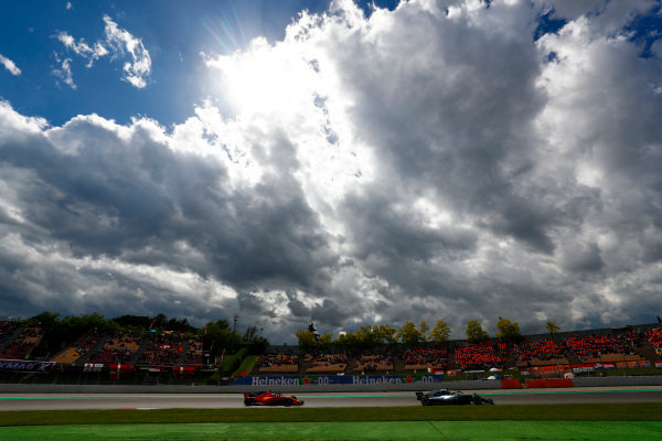 Lewis Hamilton, Mercedes AMG F1 W09, leads Fernando Alonso, McLaren MCL33 Renault.