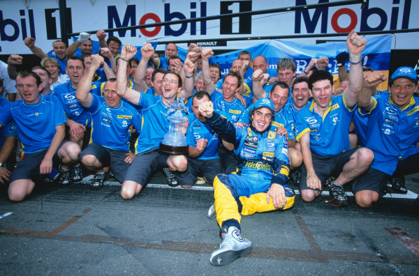 2005 German Grand Prix. Hockenheim, Germany 22nd - 24th July 2005 Fernando Alonso, Renault R25 celebrates his win with his team. World Copyright: Lorenzo Bellanca/LAT Photographic Ref: 35mm Image A21