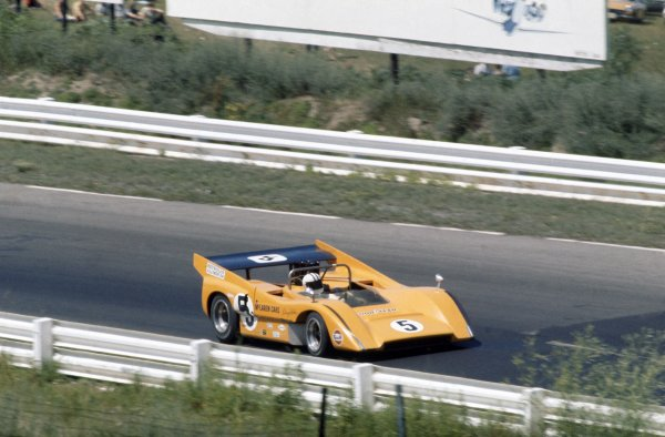 1970 Can-Am Challenge Cup.CanAm race. Watkins Glen, New York State, United States (USA). 12 July 1970.Denny Hulme (McLaren M8D-Chevrolet), 1st position.World Copyright: LAT PhotographicRef: 35mm transparency 70CANAM02