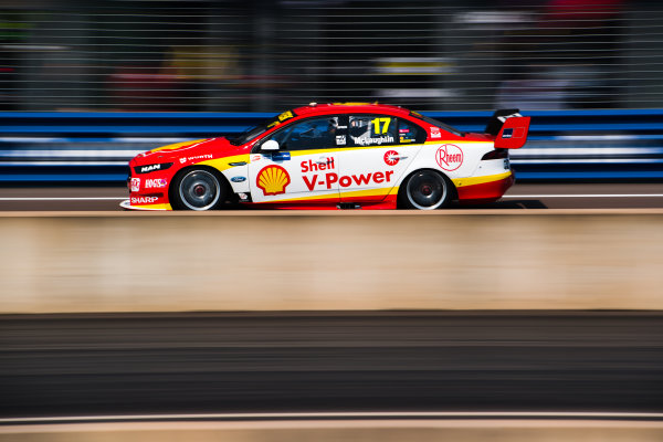 2017 Supercars Championship Round 6.  Darwin Triple Crown, Hidden Valley Raceway, Northern Territory, Australia. Friday June 16th to Sunday June 18th 2017. Scott McLaughlin drives the #17 Shell V-Power Racing Team Ford Falcon FGX. World Copyright: Daniel Kalisz/LAT Images Ref: Digital Image 160617_VASCR6_DKIMG_0644.JPG