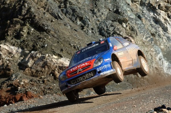 Colin McRae (GBR), Citroen Xsara WRC, jumps on Stage 11.