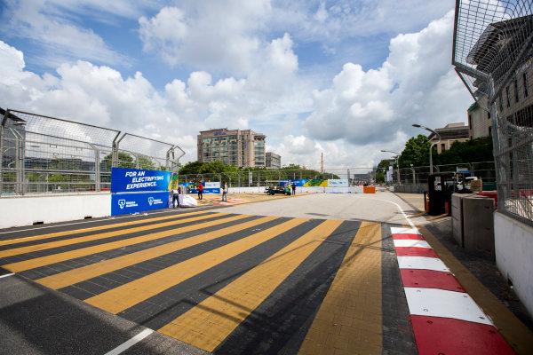 2015/2016 FIA Formula E Championship. Putrajaya ePrix, Putrajaya, Malaysia. Friday 6 November 2015. A view of the circuit. Photo: Zak Mauger/LAT/Formula E ref: Digital Image _L0U9686