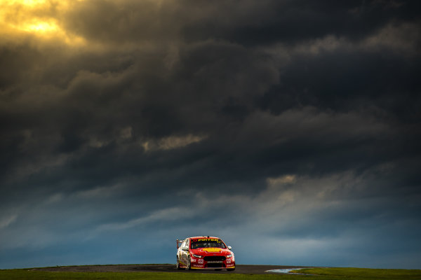 2017 Supercars Championship Round 3.  Phillip Island 500, Phillip Island, Victoria, Australia. Friday 21st April to Sunday 23rd April 2017. Scott McLaughlin drives the #17 Shell V-Power Racing Team Ford Falcon FGX. World Copyright: Daniel Kalisz/LAT Images Ref: Digital Image 210417_VASCR3_DKIMG_1683.JPG