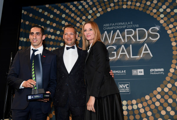 Sébastien Buemi (SUI), Renault e.Dams, Renault Z.E 17, with actress Uma Thurman at the Awards Gala.