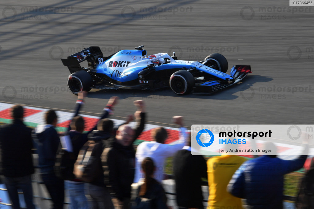 George Russell, Williams FW42 and fans