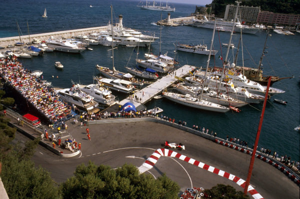 Monte Carlo, Monaco.4-7 May 1989.Alain Prost (McLaren MP4/5 Honda) 2nd position at the Nouvelle Chicane with the harbour behind.Ref-89 MON 30.World Copyright - LAT Photographic