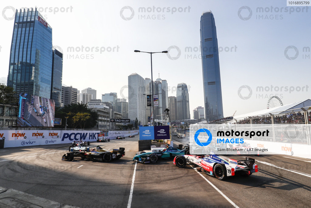 2017/2018 FIA Formula E Championship. Round 2 - Hong Kong, China. Sunday 03 December 2017. Felix Rosenqvist (SWE), Mahindra Racing, Mahindra M4Electro, spins at the start of the race. Photo: Sam Bloxham/LAT/Formula E ref: Digital Image _J6I7214