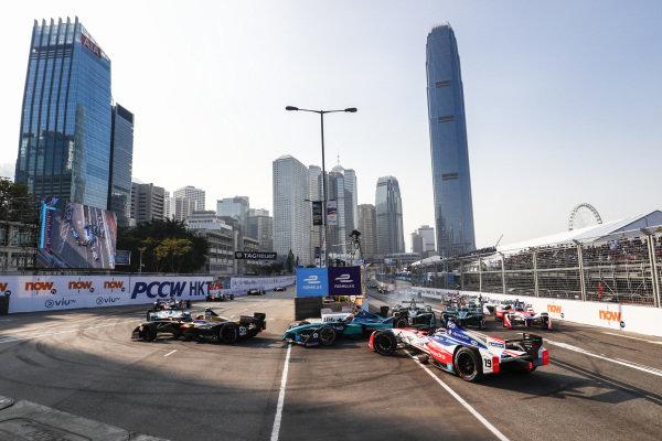 2017/2018 FIA Formula E Championship. Round 2 - Hong Kong, China. Sunday 03 December 2017. Felix Rosenqvist (SWE), Mahindra Racing, Mahindra M4Electro, spins at the start of the race. Photo: Sam Bloxham/LAT/Formula E ref: Digital Image _J6I7214