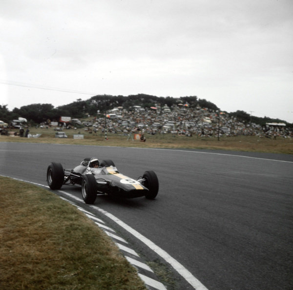 East London, South Africa.30/12/64-1/1/1965.Jim Clark (Lotus 33 Climax) 1st position.Ref-3/1497.World Copyright - LAT Photographic