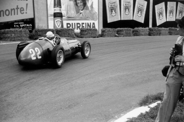 Spa-Francorchamps, Belgium. 20 June 1954.Stirling Moss (Maserati 250F), 3rd position, action. World Copyright: LAT Photographic.