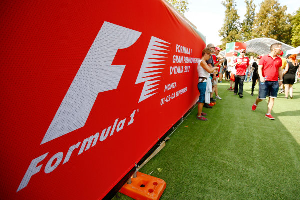 Autodromo Nazionale di Monza, Italy. Friday 01 September 2017. The atmosphere in the F1 Fanzone. World Copyright: Andy Hone/LAT Images  ref: Digital Image _ONZ1819