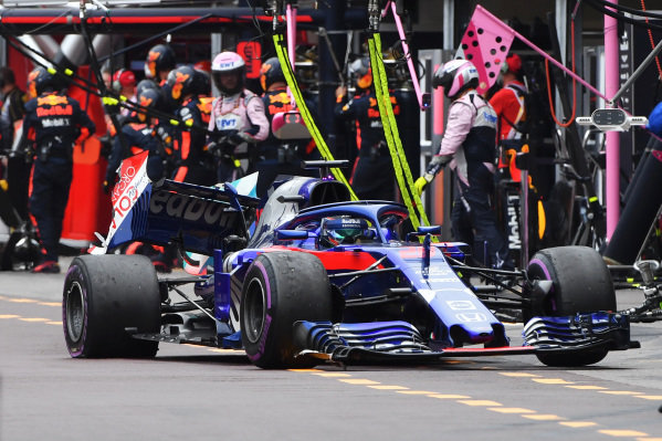 Brendon Hartley (NZL) Scuderia Toro Rosso STR13 retires from the race with damage