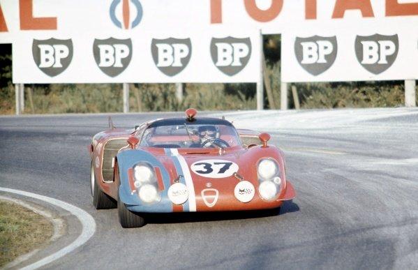 1968 Le Mans 24 hours. Le Mans, France. 28-29 September 1968. Teddy Pilette/Rob Slotemaker (Alfa Romeo T33/2), retired. World Copyright: LAT Photographic Ref: 68LM21