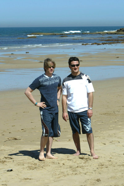 2004 Australian Grand Prix Melbourne, Australia. 1st March 2004 Jordan Drivers, Nick Heidfeld and Giorgio Pantano visit Torquay beach to try Surfing. World Copyright: LAT Photographic/Coates ref: Digital Image Only