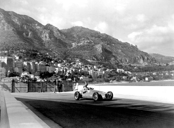 1950 Monaco Grand Prix. Monaco, Monte Carlo. 21st May 1950. Emmanuel de Graffenried (Maserati 4CLT/48). Ref-C26714. World Copyright: LAT Photographic