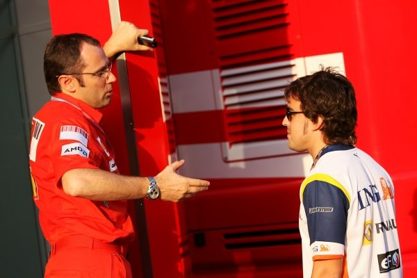 (L to R): Stefano Domenicali (ITA) Ferrari Manager of F1 Operations with Fernando Alonso (ESP) Renault.