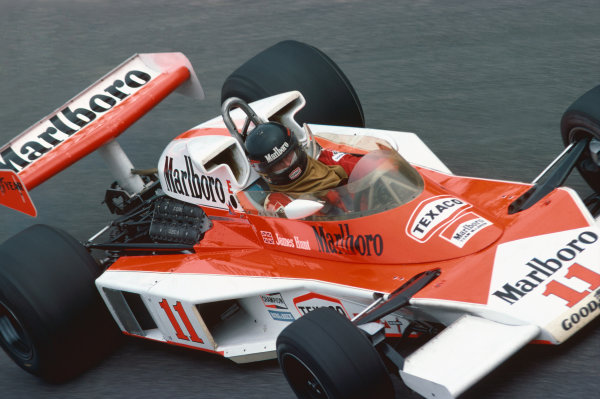 Monza, Italy. 10th - 12th September 1976. James Hunt (McLaren M23-Ford), retired, action.  World Copyright: LAT Photographic. Ref: 76 ITA 08.