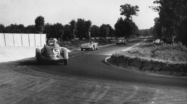 Le Mans, France. 25th - 26th June 1949.Delettrez/Delettrez (Delettrez Diesel), retired, action. World Copyright: LAT Photographic.Ref: Autocar Used Pic 1st July 1949 Pg 656.