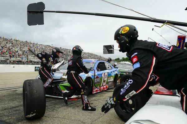 #19: Martin Truex Jr., Joe Gibbs Racing, Toyota Camry Resers Fine Foods #LetsPicnic pit stop