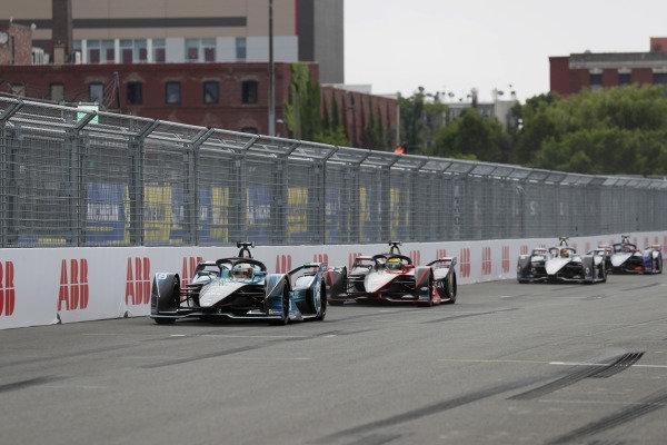 Oliver Turvey (GBR), NIO 333, NIO 333 001, leads Oliver Rowland (GBR), Nissan e.Dams, Nissan IMO2, and Stoffel Vandoorne (BEL), Mercedes Benz EQ, EQ Silver Arrow 02