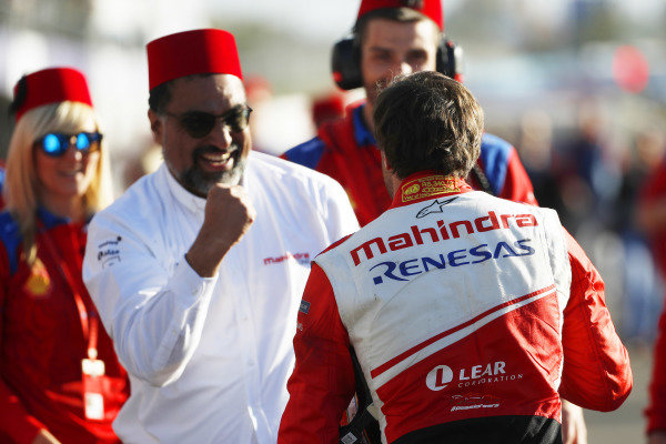 Jérôme d'Ambrosio (BEL), Mahindra Racing, celebrates with Dilbagh Gill, CEO and Team Principal, Mahindra Racing, after winning the race