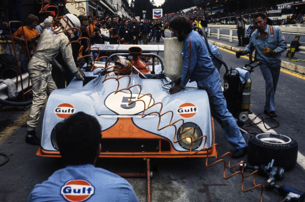 Pit stop for Derek Bell / Mike Hailwood, Gulf Research, Mirage M6 Ford.