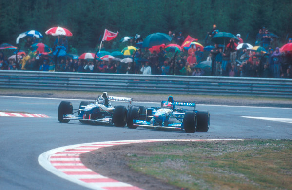 1995 Belgian Grand Prix.Spa-Francorchamps, Belgium.25-27 August 1995.Damon Hill (Williams FW17 Renault) battles with Michael Schumacher (Benetton B195 Renault).Ref-95 BEL 03.World Copyright - LAT Photographic