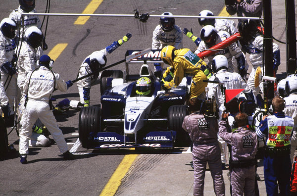 2001 Canadian Grand PrixMontreal, Canada. 8th-10th June 2001Race winner Ralf Schumacher, BMW Williams FW23, pitstop.World Copyright: LAT Photographicref: 35mm Image A08
