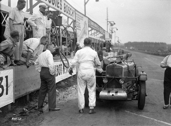 Tim Rose-Richards / Owen Saunders Davies, Talbot - Darracq, Talbot AV105, makes a pit stop.