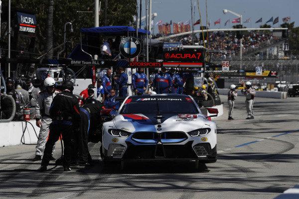 #24 BMW Team RLL BMW M8 GTE, GTLM: Jesse Krohn, John Edwards, pit stop
