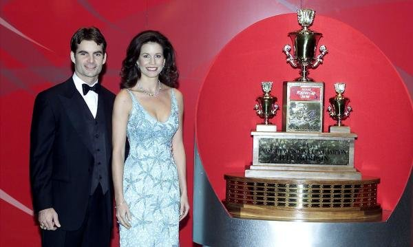 Jeff and wife Brooke Gordon with the Winston Cup Series Trophy. New York, USA 1 December 2001DIGITAL IMAGE
