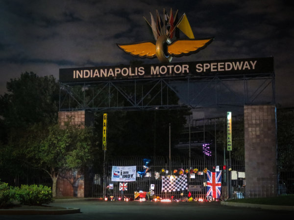 25 August, 2015, Indianapolis, Indiana, USA Fan memorial display for Justin Wilson at Indianapolis Motor Speedway main gate.  Wilson died after a crash while competing in the IndyCar Pocono event. ? 2015, Steve Shunck LAT Photo USA
