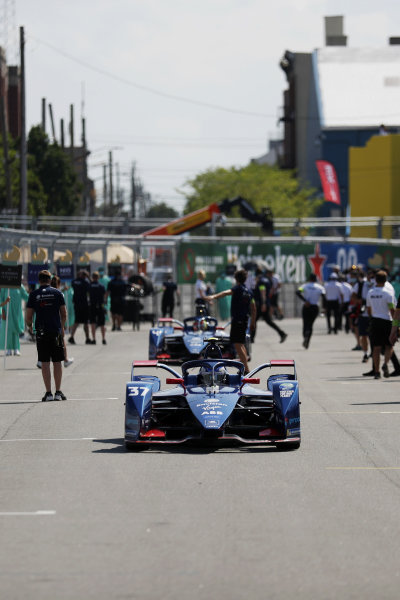 Nick Cassidy (NZL), Envision Virgin Racing, Audi e-tron FE07, arrives on the grid