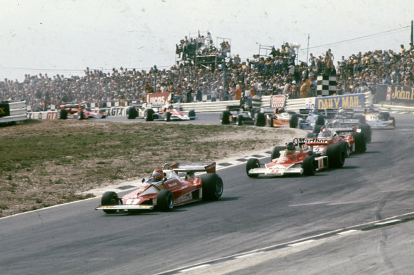 Niki Lauda, Ferrari 312T2 leads James Hunt, McLaren M23 Ford and teammate Clay Regazzoni, Ferrari 312T2.
