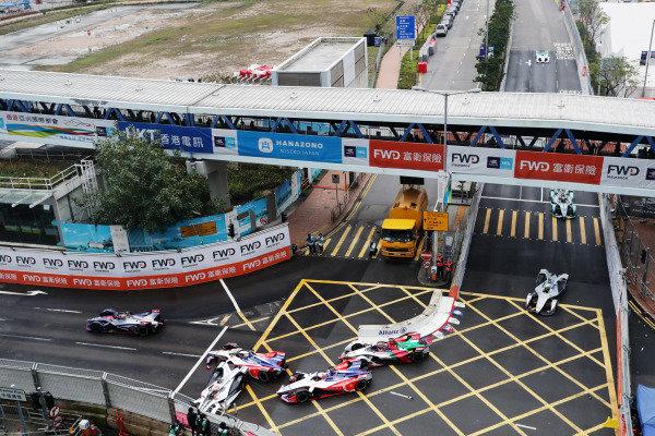 Felipe Nasr (BRA), GEOX Dragon Racing, Penske EV-3 crashes into the barrier, collecting Pascal Wehrlein (DEU), Mahindra Racing, M5 Electro and Jérôme d'Ambrosio (BEL), Mahindra Racing, M5 Electro