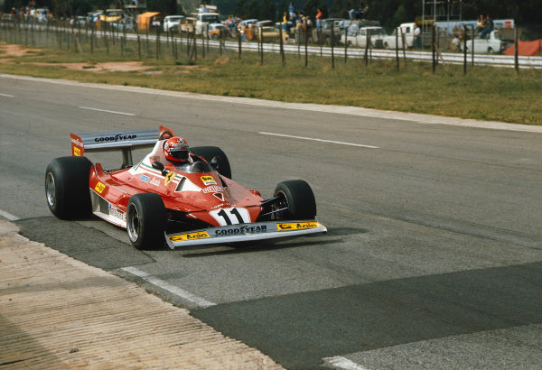 1977 South African Grand Prix.Kyalami, South Africa.3-5 March 1977.Niki Lauda (Ferrari 312T2) 1st position.Ref-77 SA 22.World Copyright - LAT Photographic