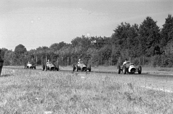 Ken Wharton, Cooper T23 Bristol, leads  Giuseppe Farina, Ferrari 500, Alberto Ascari, and Onofre Marimón, Maserati A6GCM-53.