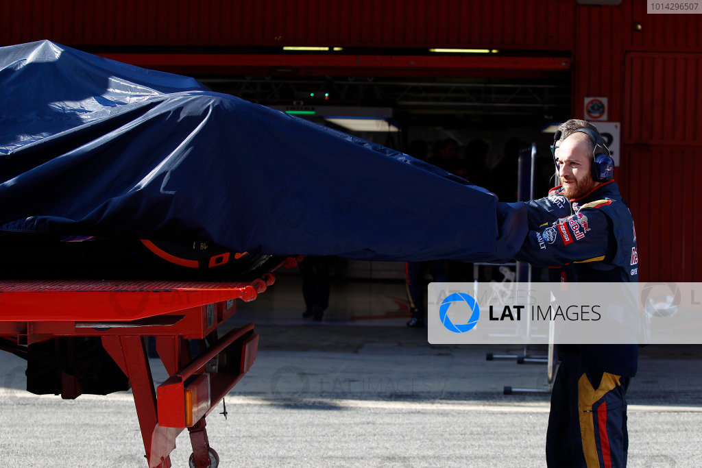 2015 F1 Pre Season Test 3 - Day 3 Circuit de Catalunya, Barcelona, Spain. Sunday 1 March 2015. The Red Bull RB11 of Daniel Ricciardo, Red Bull Racing, returns to the pits. World Copyright: Sam Bloxham/LAT Photographic. ref: Digital Image _G7C3380