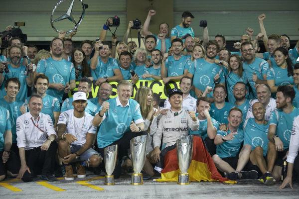 Yas Marina Circuit, Abu Dhabi, United Arab Emirates. Sunday 27 November 2016. New World Champion Nico Rosberg, Mercedes AMG, 2nd Position, Lewis Hamilton, Mercedes AMG, 1st Position, and the Mercedes team celebrate victory. World Copyright: Steve Etherington/LAT Photographic ref: Digital Image SNE11248