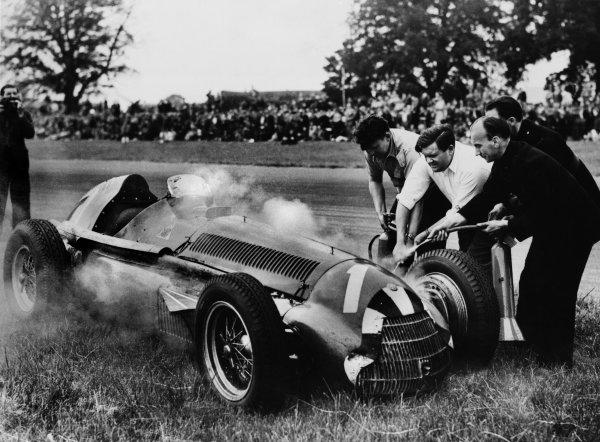 Silverstone, England.12-14 July 1951.Giuseppe Farina (Alfa Romeo 159) retires, action.Ref-Autocar S89/81.World Copyright - LAT Photographic