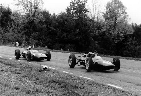 1962 United States Grand Prix Watkins Glen, New York State, USA. 5-7 October 1962 Trevor Taylor (Lotus 25-Climax) leads Roger Penske (Lotus 24-Climax).World Copyright: LAT PhotographicRef: Autosport b&w print