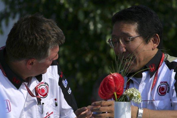 2006 Canadian Grand Prix - Saturday Practice Montreal, Canada. 22nd - 25th June. Super Aguri team personnel. World Copyright: Lorenzol Bellanca/LAT Photographic ref: Digital Image ZD2J5601