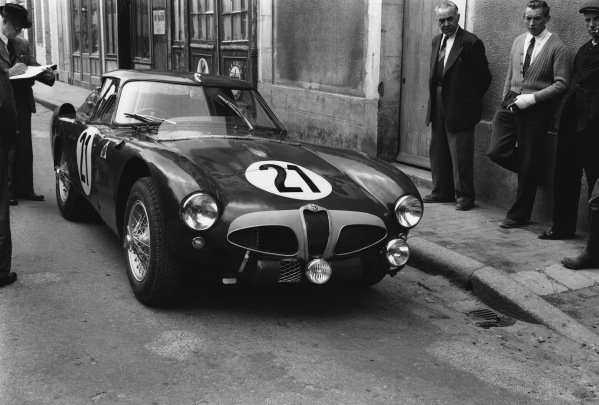 Le Mans, France. 13th - 14th June 1953 Consalvo Sanesi/Piero Carini (Alfa Romeo 6C 30), retired, action. World Copyright: LAT Photographic Ref: Autocar Glass Plate C36065.