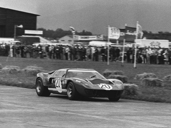 Zeltweg, Austria. 25th August 1968. Rd 9.Paul Hawkins (Ford GT40), 3rd position, action. World Copyright: LAT Photographic.Ref:  B/WPRINT.