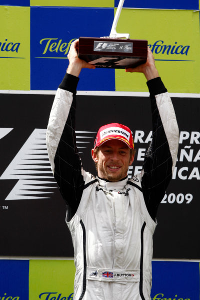 Circuit de Catalunya, Barcelona, Spain 10th May 2009 Jenson Button, Brawn GP BGP001 Mercedes, 1st position, lifts the winners trophy. Portrait. Podium.  World Copyright: Andrew Ferraro/LAT Photographic ref: Digital Image _H0Y6170