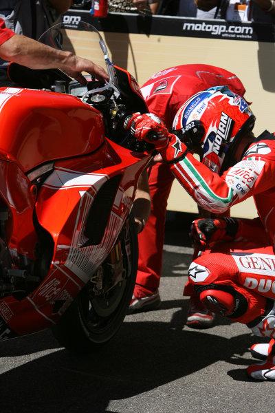 Gran Premio D'Itali Alice.Mugello, Italy. 30th May 2009.Casey Stoner Ducati Marlboro Team checks on his front tyre in parc ferme.World Copyright: Martin Heath/LAT Photographicref: Digital Image BPI_Moto 8jdb