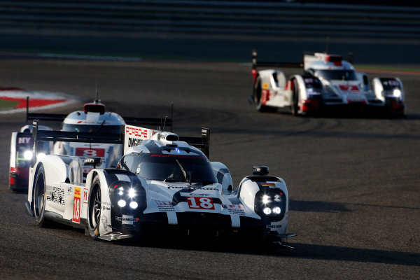 2015 FIA World Endurance Championship Bahrain 6-Hours Bahrain International Circuit, Bahrain Saturday 21 November 2015. Romain Dumas, Neel Jani, Marc Lieb (#18 LMP1 Porsche AG Porsche 919 Hybrid) leads Lucas Di Grassi, Lo?c Duval, Oliver Jarvis (#8 LMP1 Audi Sport Team Joest Audi R18 e-tron quattro) and Marcel F?ssler, Andr? Lotterer, Beno?t Tr?luyer (#7 LMP1 Audi Sport Team Joest Audi R18 e-tron quattro). World Copyright: Alastair Staley/LAT Photographic ref: Digital Image _79P0223