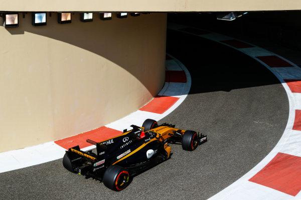 Yas Marina Circuit, Abu Dhabi, United Arab Emirates. Friday 24 November 2017. Nico Hulkenberg, Renault R.S.17. World Copyright: Steven Tee/LAT Images  ref: Digital Image _O3I1122