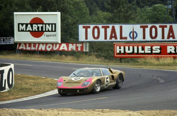 Le Mans, France. 18-19 June 1966.Ronnie Bucknum/Dick Hutcherson (Ford GT40 Mk2), 3rd position.World Copyright: LAT PhotographicRef: 66LM01